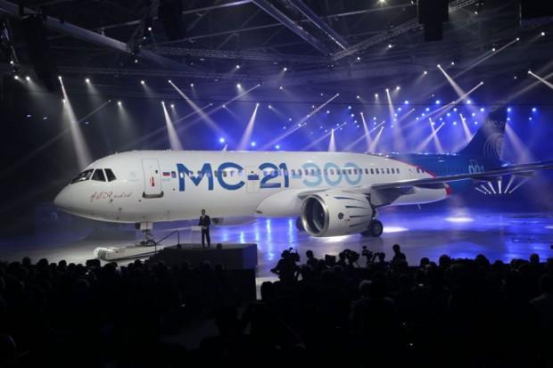 O MC-21-300 é cerca de 2,5 metros mais comprido que o Boeing 737-800 / Irkut Corp./Divulgação