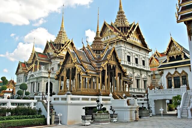 Cuidado ao visitar o Grande Palácio, turistas desatentos podem ser passados para trás