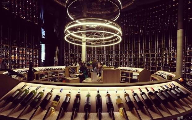Exemplares da bebida brasileiros estão à disposição no La Cité du Vin